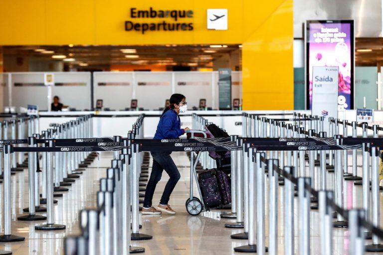 Αεροπορικές εταιρείες και αεροδρόμια προειδοποιούν για «χάος» με το πιστοποιητικό εμβολιασμού