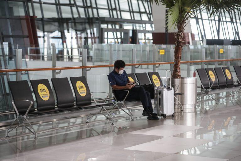 Χαλάρωση στα περιοριστικά μέτρα για τα ταξίδια ζητά η ΙΑΤΑ