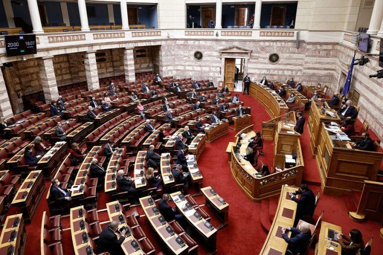 Μητσοτάκης: «Κατηγορείτε την κυβέρνηση ότι καλύπτει παιδεραστές;» – Τσίπρας: «Απομακρύνετε τώρα την Μενδώνη»