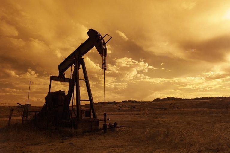 Βουτιά στις τιμές πετρελαίου μετά την αποκόλληση του Ever Given