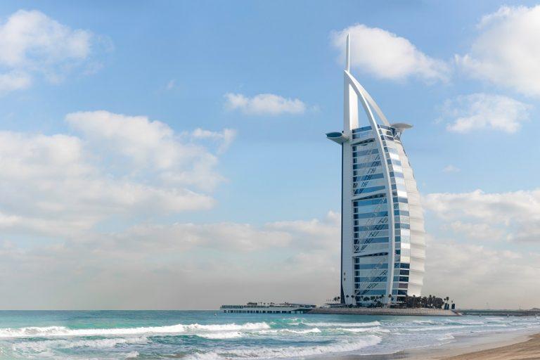 Η πανδημία αναγκάζει το Ντουμπάι να βάλει «φρένο» στα σχέδιά του για τουριστική ανάκαμψη