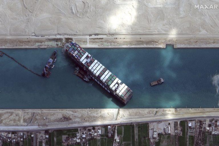 Διώρυγα του Σουέζ: Άρχισε να κινείται το πλοίο «Ever Given» (Βίντεο)