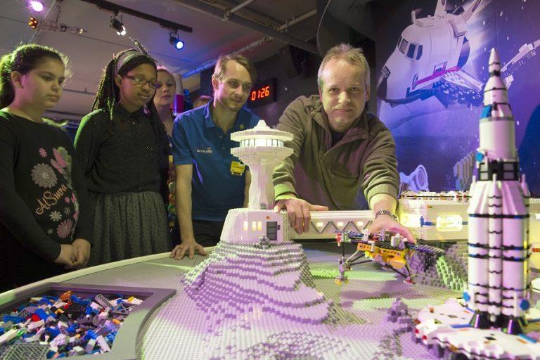 Το διαστημικό λεωφορείο Discovery με 2.354 κυβάκια- Μια συναρπαστική συνεργασία της NASA με τη LEGO