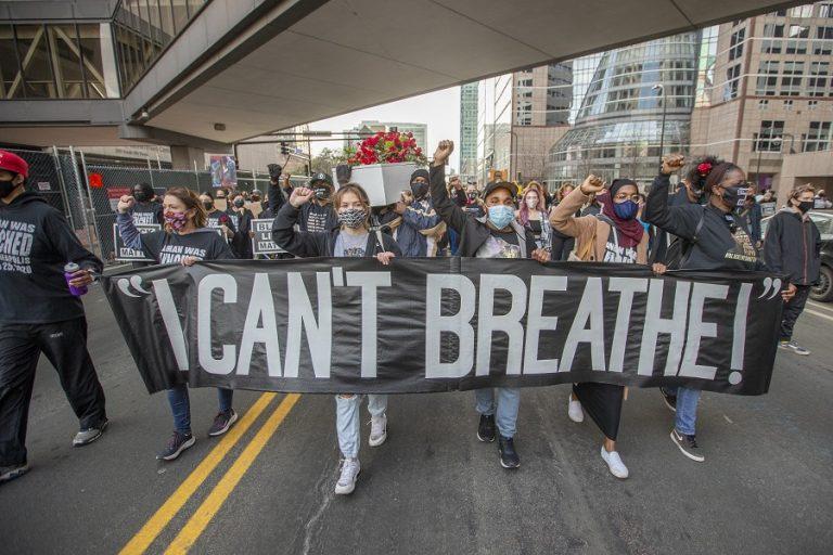 Τζορτζ Φλόιντ: Χιλιάδες διαδήλωσαν την παραμονή της πολύκροτης δίκης