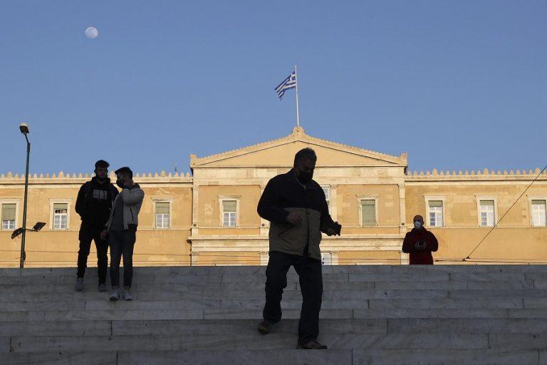 Έρευνα διαΝΕΟσις: Ένας χρόνος πανδημία – Η ζωή των Ελλήνων, η υποχώρηση αισιοδοξίας και τα εμβόλια