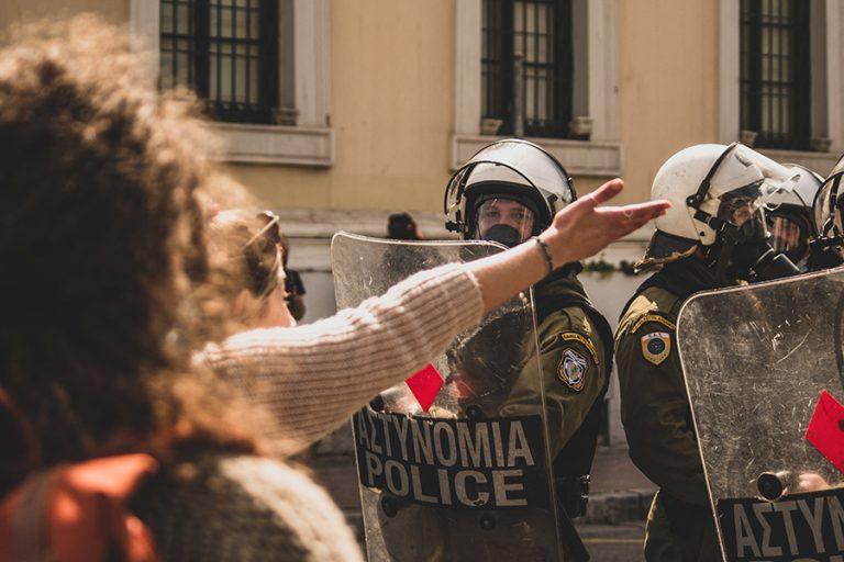 Κυβερνητικές προτάσεις για τον περιορισμό της αστυνομικής βίας