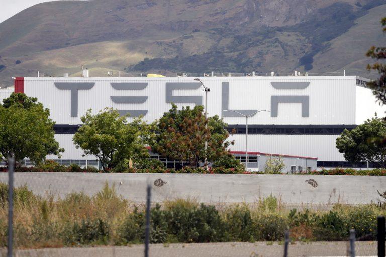 Έλον Μασκ: Η Tesla παύει τις συναλλαγές με Bitcoin λόγω κλιματικής αλλαγής