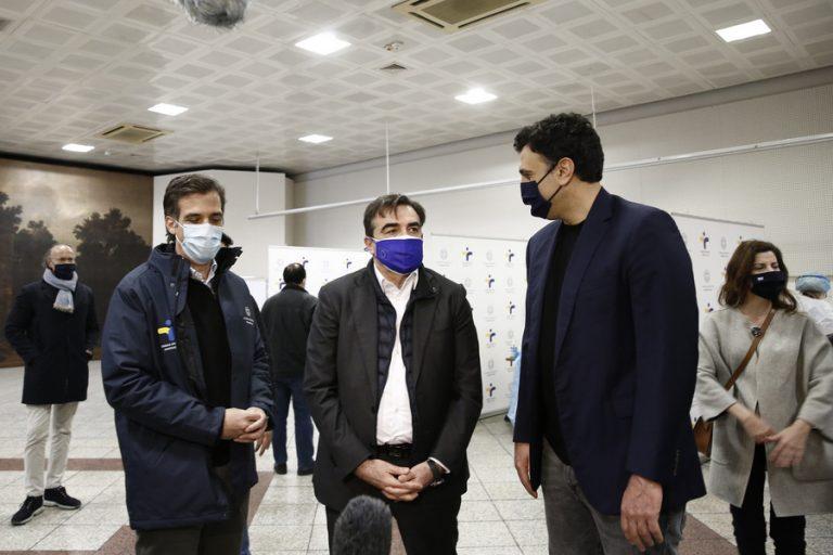Μ. Σχοινάς: Η Ελλάδα κάνει ένα θαύμα – Β. Κικίλιας: Παρακολουθούμε το θέμα των μεταλλάξεων