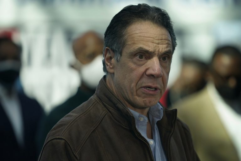 Τι συμβαίνει με τον κυβερνήτη της Νέας Υόρκης και ζητείται η παραίτησή του