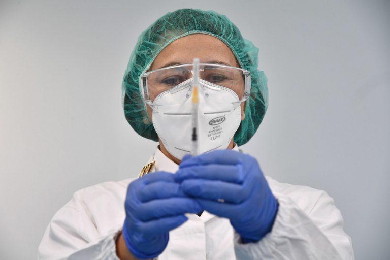 ΗΠΑ-CDC: Εγκρίθηκε η τρίτη δόση του εμβολίου σε πολίτες άνω των 65 ετών