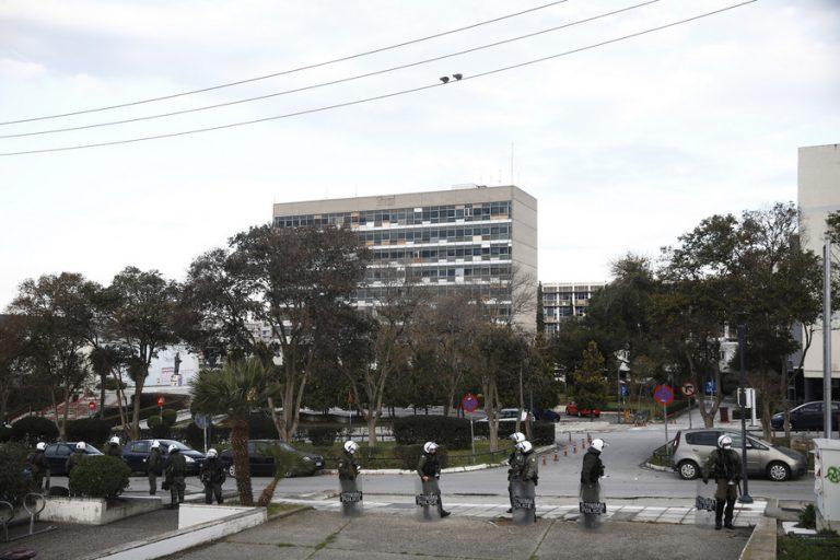 Επέμβαση της ΕΛ.ΑΣ για την εκκένωση της κατάληψης στην πρυτανεία του ΑΠΘ- Προσαγωγές από την αστυνομία