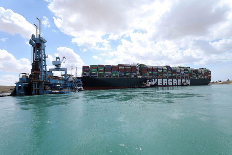 Εν πλω και πάλι το «Even Given»- Σε αναμονή 370 πλοία για να διασχίσουν τη Διώρυγα του Σουέζ