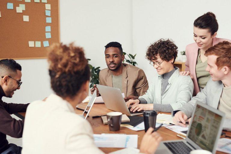 Υπουργείο Εργασίας: Ψηφιακή κατάρτιση 4.000 ανέργων για δημιουργία start up μέσω Google