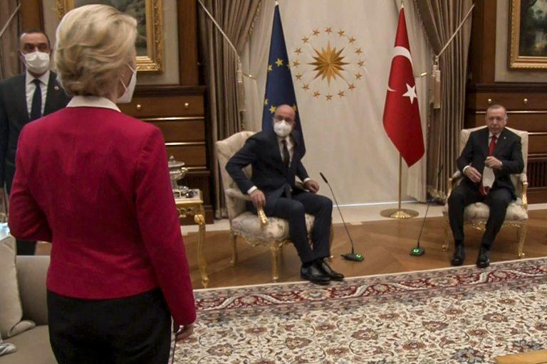 """Τετ α τετ Μισέλ – Φον Ντερ Λάιεν στη σκιά του τουρκικού """"sofagate"""""""