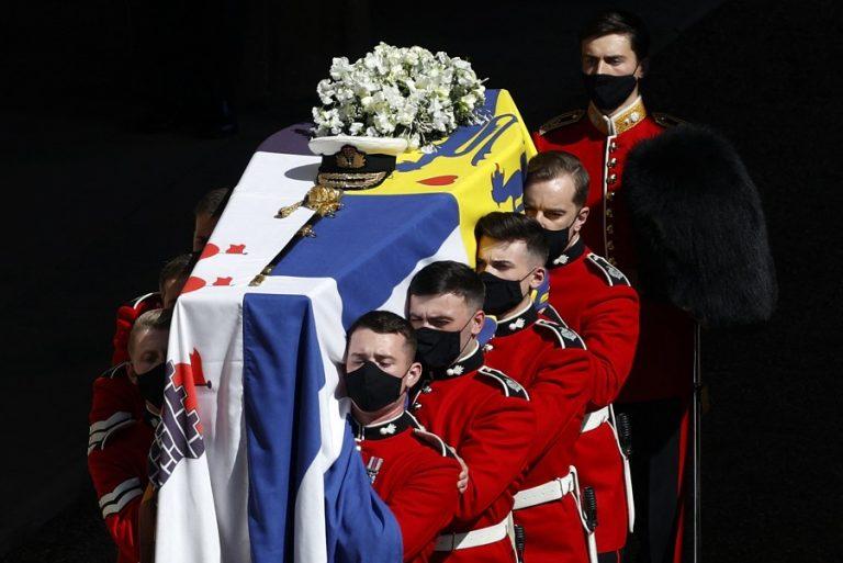Κάρολος και Γουίλιαμ αποφασίζουν για το μέλλον της βασιλικής οικογένειας μετά τον θάνατο του Φίλιππου