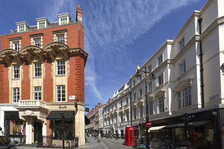 «See Through», μια εντυπωσιακή εγκατάσταση στο Mayfair του Λονδίνου