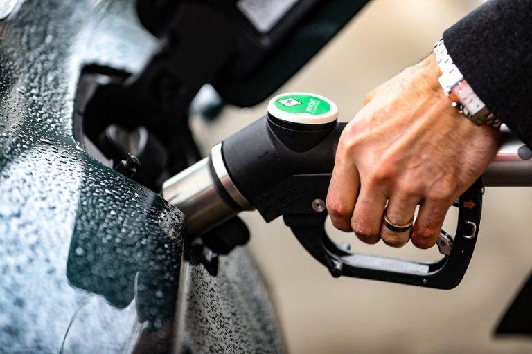 Οι μετοχές Ανανεώσιμων Πηγών Ενέργειας κερδίζουν την κούρσα με τα ορυκτά καύσιμα