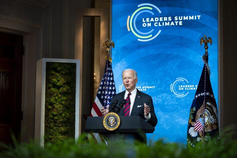Ο Μπάιντεν διπλασιάζει τον αμερικανικό στόχο για μείωση των ρυπογόνων εκπομπών