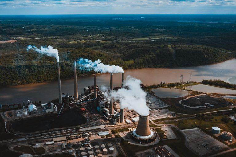 Αυστηρή προειδοποίηση εξέδωσε ο IEA για τις εκπομπές CO2- Θα αυξηθούν κατά σχεδόν 5% φέτος