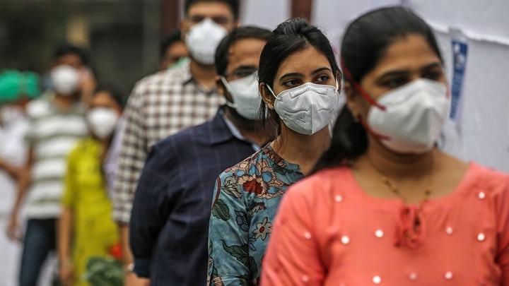 Υποχωρεί ο αριθμός των κρουσμάτων κορωνοϊού στην Ινδία