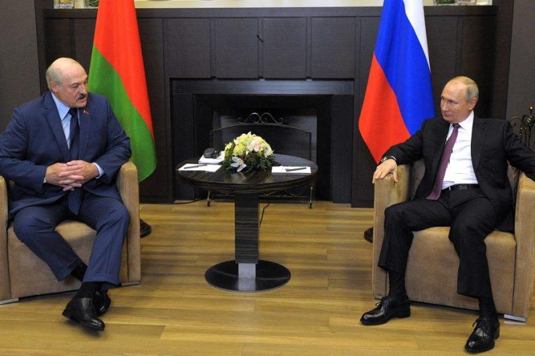 Συνεχίζονται για δεύτερη ημέρα οι συνομιλίες Πούτιν-Λουκασένκο
