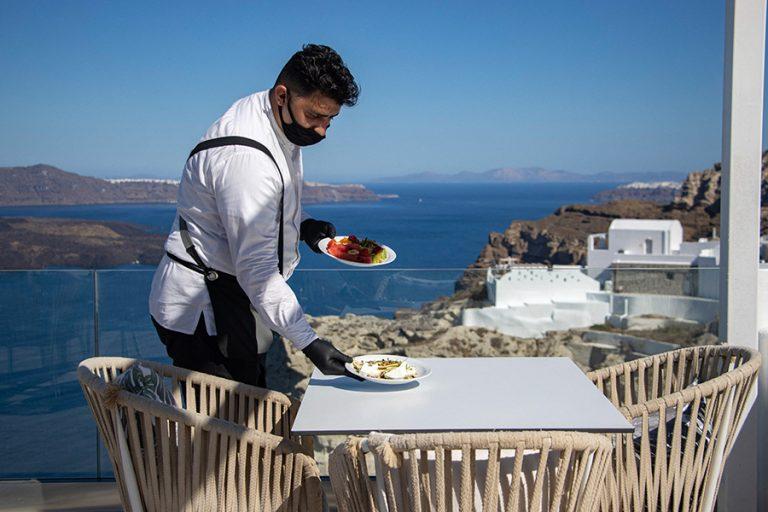 Πέντε νέα μέτρα ενίσχυσης των εργαζόμενων στον τουρισμό