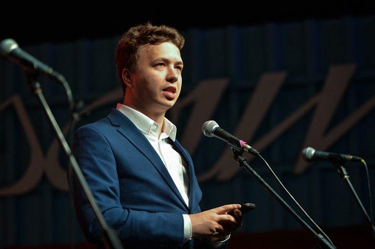 Ρομάν Προτάσεβιτς: Ποιος είναι ο Λευκορώσος δημοσιογράφος που έπεσε στα χέρια πρακτόρων της χώρας του