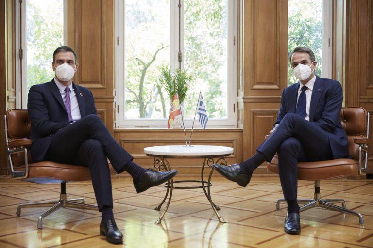 Μητσοτάκης σε συνάντηση με Σάντσεθ: Πολύ σημαντικό ότι προωθείται το Ευρωπαϊκό Πράσινο Πιστοποιητικό