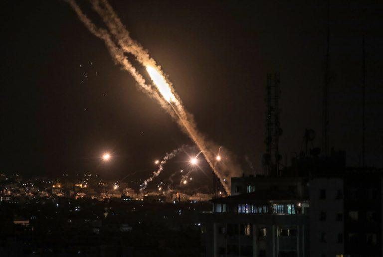 Βόμβες και κορωνοϊός πλήττουν διπλά τη Γάζα- Δεν φτάνουν τα νοσοκομεία