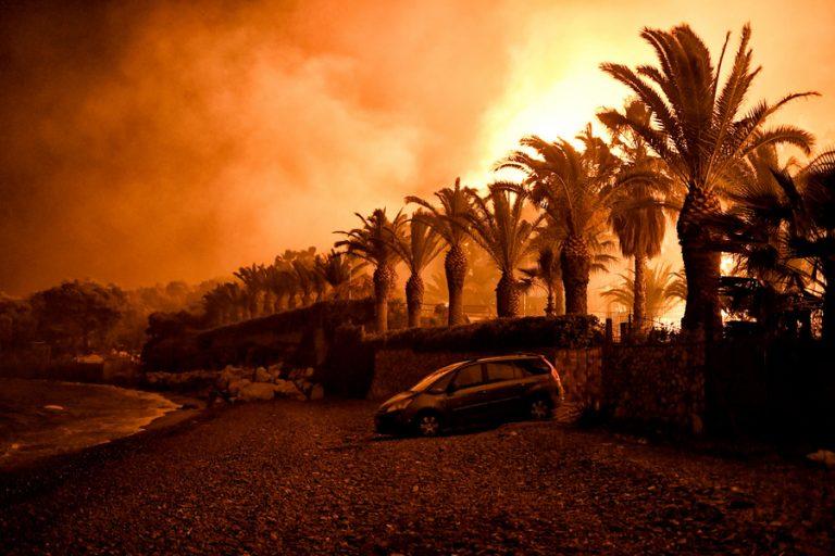Εφιαλτική η κατάσταση στην Κεφαλονιά λόγω πυρκαγιάς – Εκκενώνονται οι οικισμοί Μαρκόπουλο, Κρεμμύδι και Πάστρα