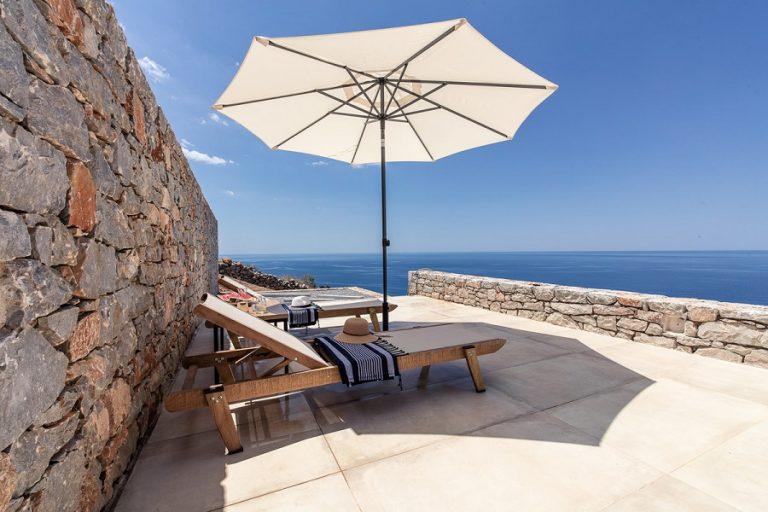 Η αισθητική, η πολυτέλεια και η ηρεμία δίνουν ραντεβού στο Ariá Estate Suites and Spa της Μάνης