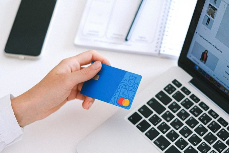 Know Your Customer: Τι αλλάζει στις σχέσεις τράπεζας και πελάτη