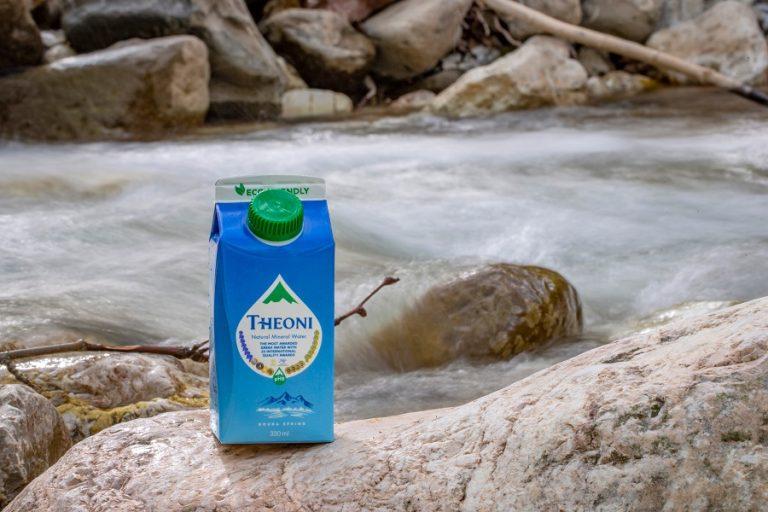 Το Ελληνικό Φυσικό Μεταλλικό Νερό ΘΕΟΝΗ σε καινοτόμο χάρτινη συσκευασία, 100% φιλική προς το περιβάλλον