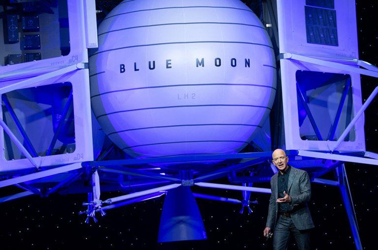 Ποιος πλήρωσε 28 εκατομμύρια δολάρια για 11 λεπτά στον παράδεισο με τον Jeff Bezos;