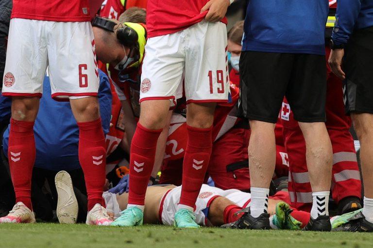 Αγώνας Δανίας- Φιλανδίας: Aγωνία με Έρικσεν- Κατέρρευσε στον αγωνιστικό χώρο