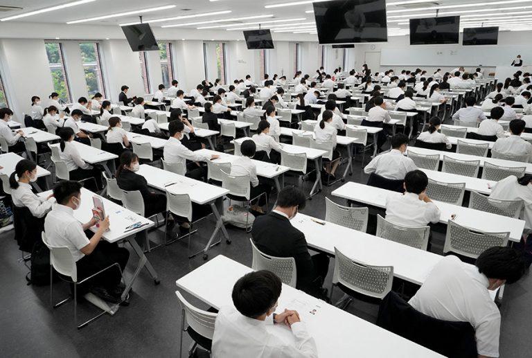 Γιατί οι Ιάπωνες αρνούνται την εργασία από το σπίτι – ακόμη και εν μέσω μιας θανατηφόρας πανδημίας