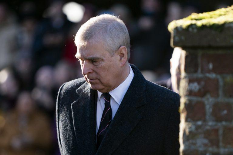 Ο πρίγκιπας Άντριου παραδέχτηκε ότι έλαβε νομικά έγγραφα για σεξουαλική παρενόχληση