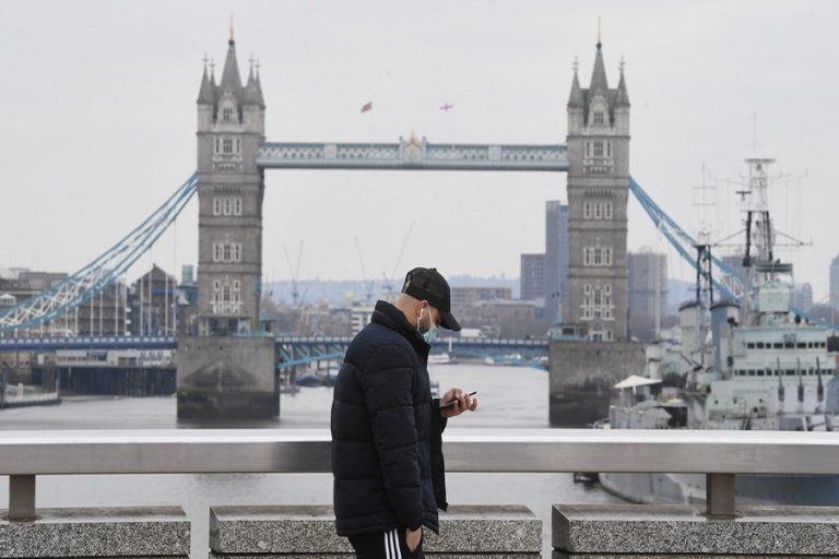Γιατί οι επιστήμονες φοβούνται ότι η Αγγλία θα γίνει «εκκολαπτήριο» νέων μεταλλάξεων