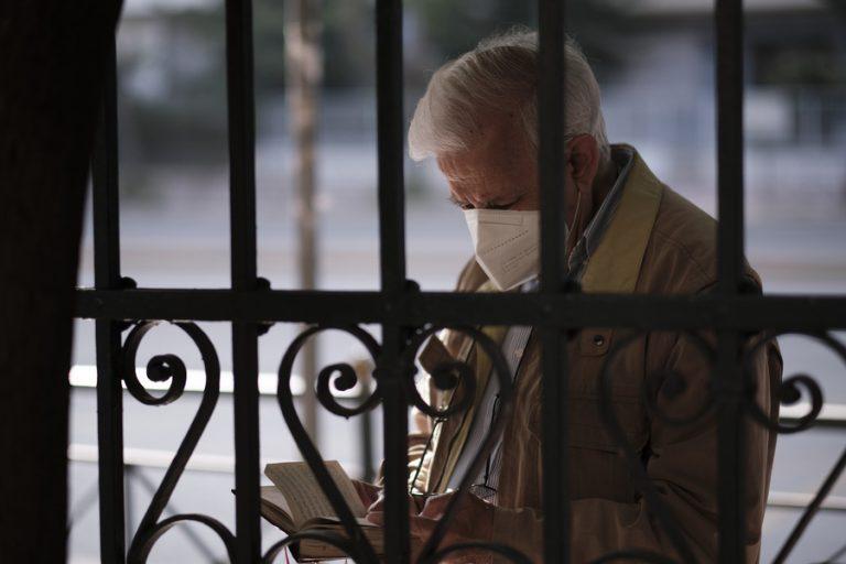 Τέλος η μάσκα σε εξωτερικούς χώρους από σήμερα- Σε ποιες περιπτώσεις παραμένει υποχρεωτική