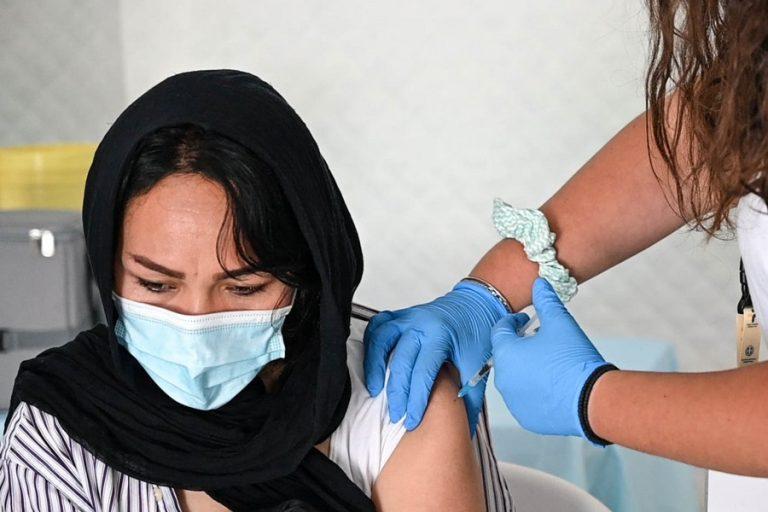 Η προστασία των εμβολίων μειώνεται 90 μέρες μετά απέναντι στη Δέλτα