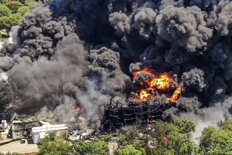 Πυρκαγιά σε χημικό εργοστάσιο στις ΗΠΑ- Εκκενώνεται η γύρω περιοχή