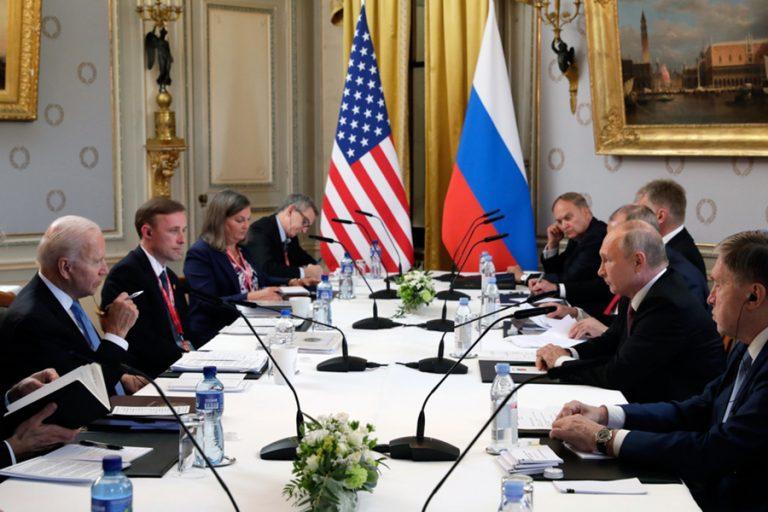 Τετ α τετ Πούτιν – Μπάιντεν στη Γενεύη σε ψυχρό κλίμα