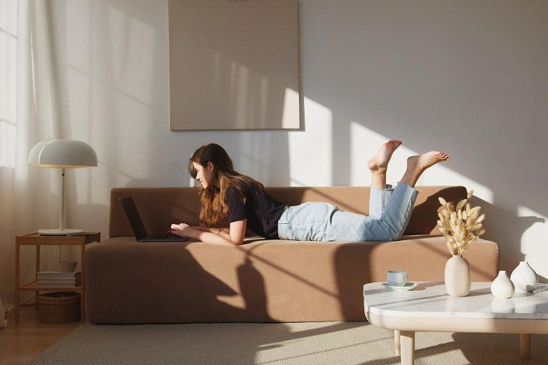 «Comfort Revolution»: Έκθεση για την καθημερινή ένδυση στο Μουσείο Design του Ελσίνκι