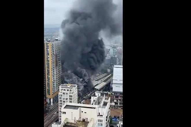 Μεγάλη φωτιά μετά από έκρηξη στο Λονδίνο (Βίντεο)