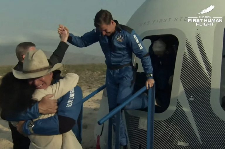 Ο συνταξιδιώτης του Τζεφ Μπέζος στο διάστημα που δεν έχει παραγγείλει ποτέ του από την Amazon