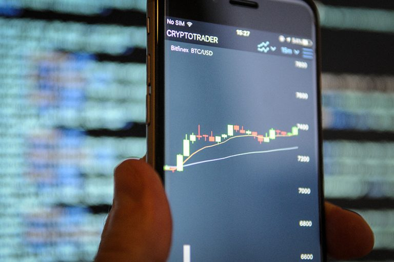 Η αγορά κρυπτονομισμάτων ξεπερνά τα 2 τρισ. δολάρια, καθώς οι επενδυτές απογοητεύονται από τις μετοχές