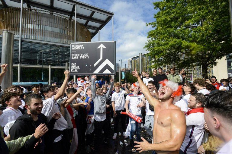Πρόβλεψη-σοκ Βρετανών επιστημόνων: Ο συνωστισμός για τον τελικό του Euro θα φέρει 100.000 κρούσματα