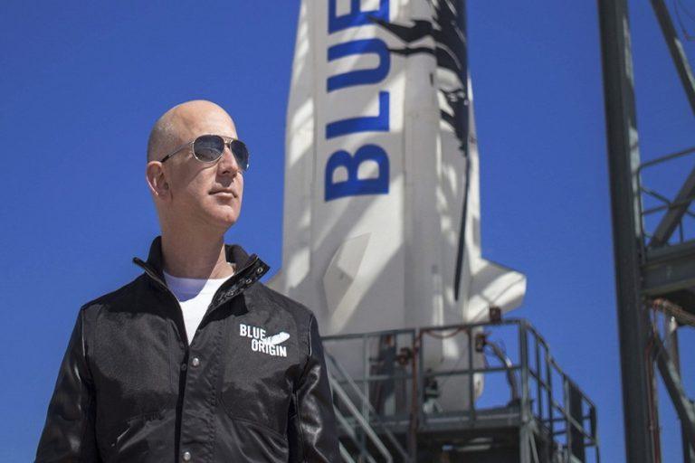 Μπέρνι Σάντερς προς Τζεφ Μπέζος: «Καλά τα ταξίδια στο Διάστημα, αλλά να πληρώσεις και κανένα φόρο»
