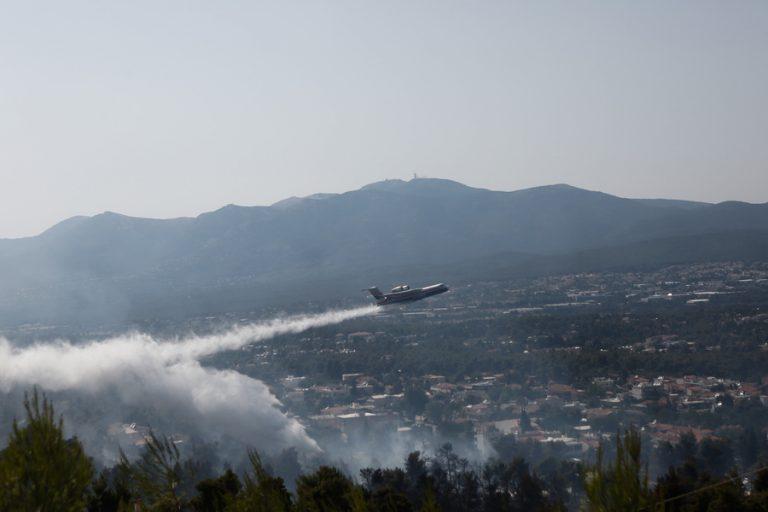 Σε ύφεση η φωτιά στη Σταμάτα – Ανακόπηκε το πύρινο μέτωπο και η πορεία του προς Πεντέλη