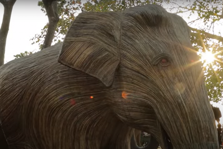 Αγέλες «ελεφάντων» στα πάρκα του Λονδίνου, για ένα πρόγραμμα προστασίας της φύσης